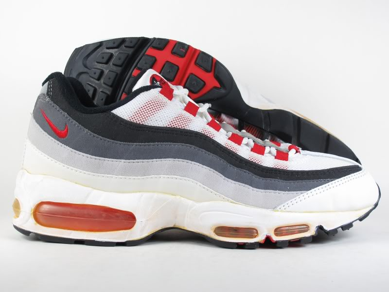 the best attitude d1fee 46aff First Retro 2003 Comet Red Air Max 95